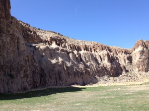 A beautiful stretch of canyon in between Alamo and Ely.  Looks like a good spot for a picnic and climbing.